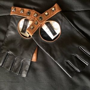 Ladie's fingerless leather gloves